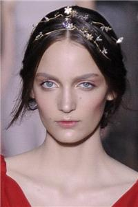 This Valentino headband from 2011 offers an understated take for a more classical bride.