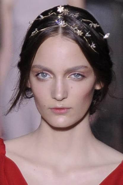 Floral Crowns, This Valentino headband from 2011 offers an understated take for a more classical bri