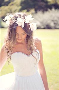 A dippy, dreamy look from Polka Dot Bride