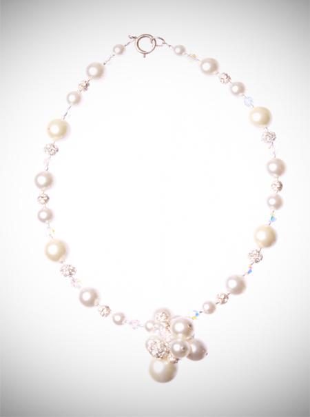 Jewellery, Large Cluster Neck piece. This statement neck piece is designed using large cream and ivo