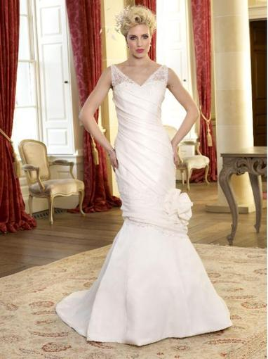 Bridal Dresses, Rowena wedding dress (Plus Size collection).