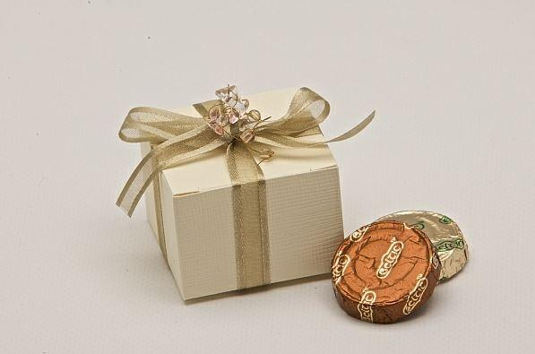 Accessories and Favours, Ivory Silk Cube favour box (H:35mm, W:50mm, D:50mm) hand tied with a willow